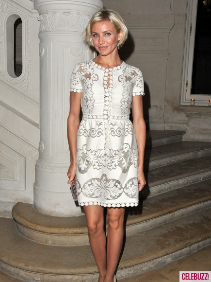Cameron-Diaz-Hits-Valentino-Show-for-Paris-fashion-week-haute-couture-6-435x580.jpg